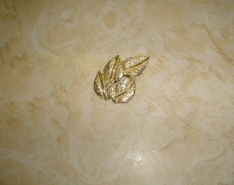 vintage pin brooch goldtone leaves