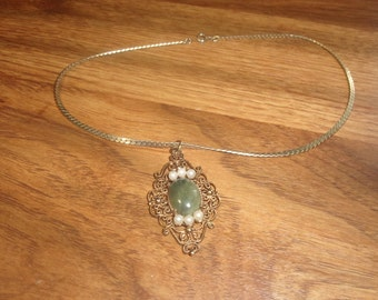 vintage necklace goldtone chain jade stone faux pearls