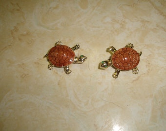 2 vintage pin brooch goldtone turtle glass shell