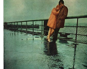 1969 Advertisement London Fog Sense To Come In Out Of The Rain 60s Mens Womens Couple Rainy Day Love Fashion Style Raincoat Wall Art Decor