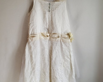 Rustic linen ivory wedding dress. Bohemian eco wedding dress with white tulle and vintage blue sequins. Easy to wear design. Size medium.
