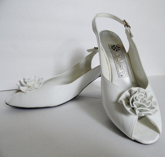 WHITE VINTAGE SHOE|Vintage Peep toe White Shoe|Whi