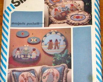 Simplicity 5914 Vintage 1980s Craft Sewing Pattern Marjorie Puckett Pillows Pictures Sunbonnet Sue Overall Sam Hot Iron Transfer Motif UC FF