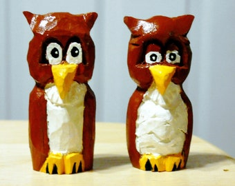Whooo likes owls?   Carved set of owls