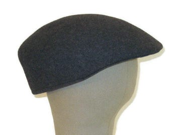 ff7c33dbcfc 60s Newsboy Cap Gray Flat Cap Wool Gray Newsboy Hat 1960s Driving Cap Made  in England Hat with Ear Flaps Gray Driving Hat Charcoal Wool Cap