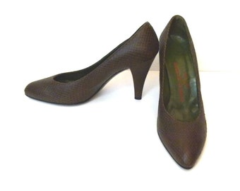 e833c559e 1980s Brown Shoes Classic Pumps High Heel Shoes Brown Designer Shoes  Vintage 80s Brown Leather Shoes Size 8.5 B Shoes Charles Jourdan Pumps