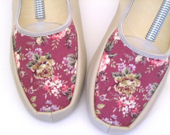 60s Slipper Shoes  Floral Slippers Beige Maroon Slippers Floral House Shoes 1960s Floral Vinyl  Fabric Slippers Folding Slippers New Vintage