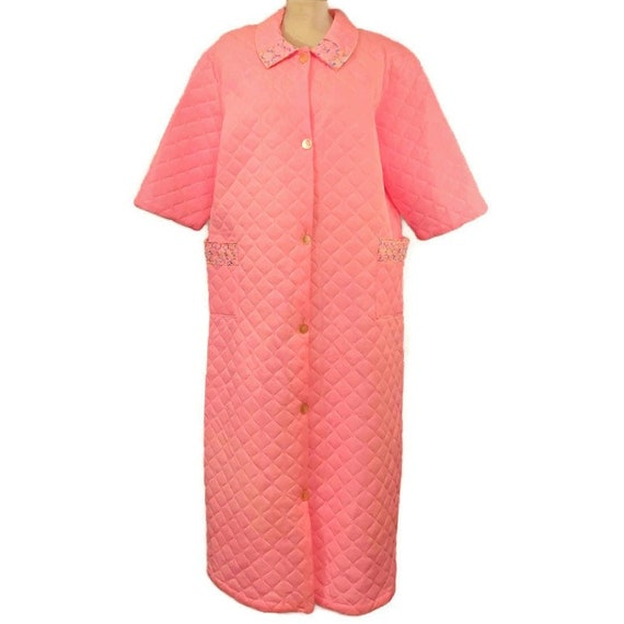 60s Pink Quilted Robe with Embroidered Lace Trim,