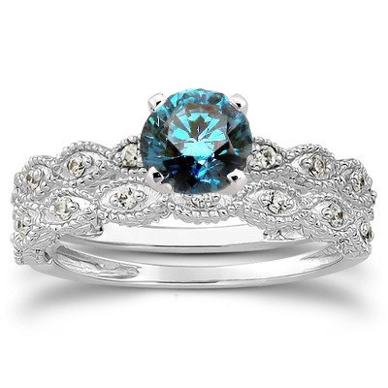 bedc5ab1d56e Mano de compromiso de diamante azul   blanco vintage grabado