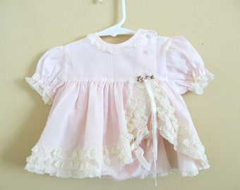 0d7eda9b84e5 Vintage Baby Dress Bloomers Baby Couture Pink Cotton Lace Ruffles Size 0 to  Newborn 933a