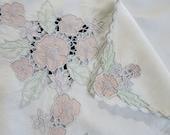 Vintage Linen Tablecloth 5 Napkins Madeira Applique Cut Work Peach Flowers 909A