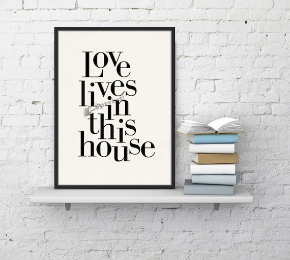 Love lives in this house Wall decor TYQ207WA4