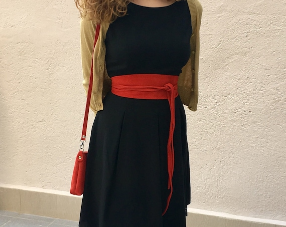 Small suede  bag in RED with matching belt. Cross body bag and OBI belt set in suede leather. Adjustable strap and zipper