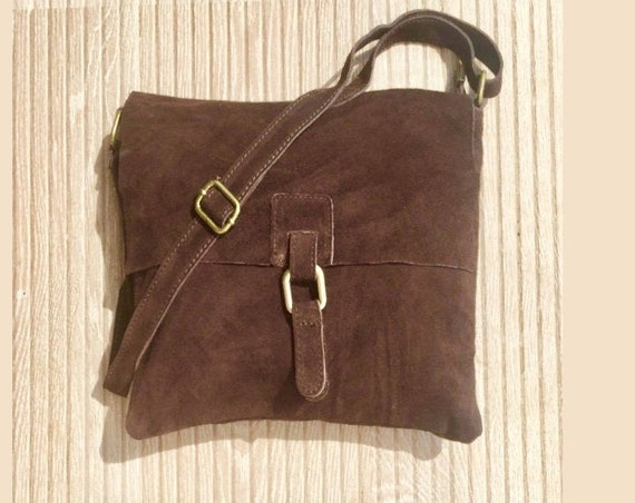 Messenger bag in genuine suede leather. Chocolate BROWN cross body bag. Boho suede bag with zipper, flap and regulable straps. Book bags