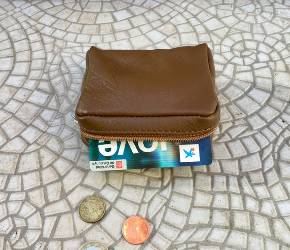 Zipper coin purse in camel brown. Genuine leather. Small wallet for cards, coins and notes. Small zipper purse.