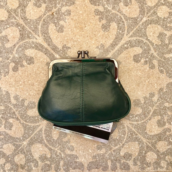 Kiss lock  purse in DARK GREEN , genuine leather. Small vintage style wallet for coins, bills and a separate zipper for cards. GREEN purse