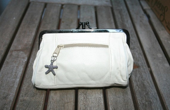 WHITE Leather purse in genuine leather. Creamy white vintage style purse, cosmetics bag in soft leather. Sea star attached to the zipper.