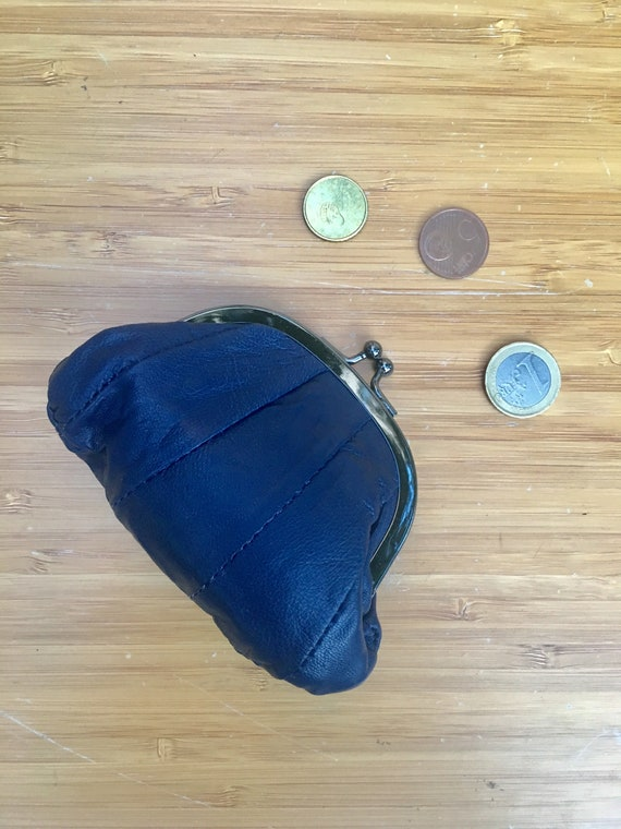 Small coin purse. Genuine leather purse in DARK BLUE. Retro clip purse in soft navy  blue leather. Kiss lock coin purse. Retro style purses