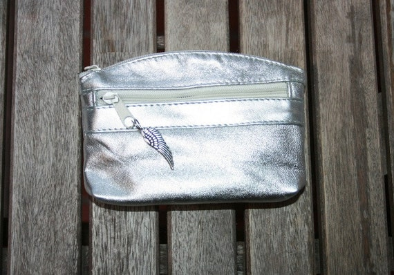 Small purse in SILVER color genuine leather, closed by 3 zippers. Fits creditcards, coins, bills. Silver color leather wallet