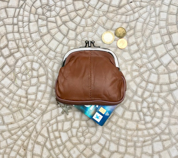 BROWN clip purse in genuine  leather.  Vintage style leather kiss lock purse for coins, bills and separate zipper for credit cards,