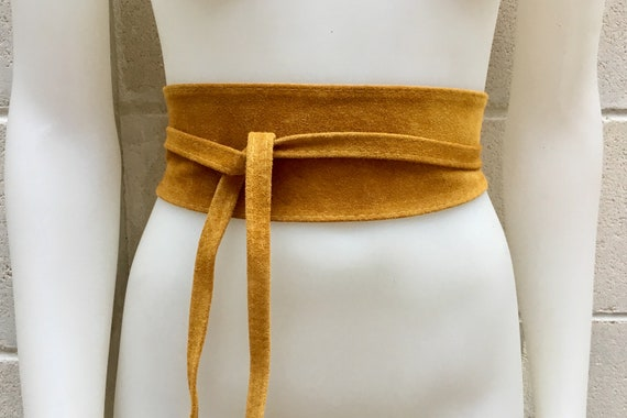 Mustard yellow obi belt in suede. Wrap belt in genuine leather. Wraparound belt in mustard color, yellow  boho belt. Soft suede waistbelt