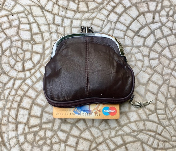 Kiss lock  purse in DARK  BROWN, genuine leather. Small vintage style wallet for coins, bills and a separate zipper for cards. BROWN purse