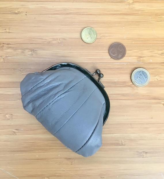 Small coin purse. Genuine leather purse in GRAY. Retro clip purse in soft  GRAY leather. Kiss lock coin purse. Retro style purses