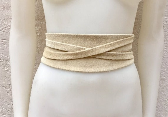 LIGHTbeige suede OBI belt in natural soft suede. Waist belt,soft leather belt, beige sash, obi, boho belt, bohemian sash, boho beige belt