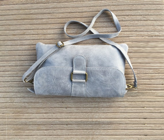 GENUINE leather bag in GRAY. Cross body or shoulder bag, enveloppe bag in natural light gray leather