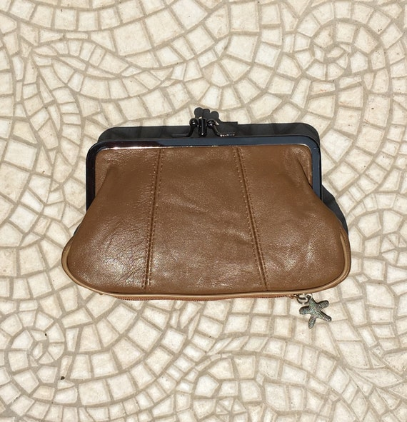 Genuine leather kiss lock purse In CAMEL brown. Retro leather purse with  in a soft tobacco color leather. Brown wallet, metallic frame.
