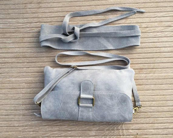 leather bag and matching suede obi belt in in GRAY. Cross body or shoulder bag, enveloppe bag in natural light gray leather
