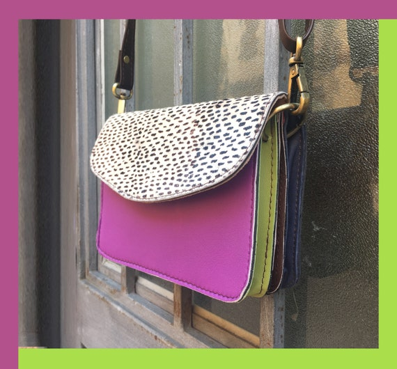 Small cross body bag in genuine leather. Enveloppe bag with adjustable strap and flap. Boho bags. Multicolor bag, lilac, mauve