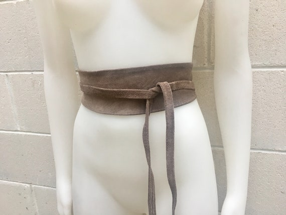 GREIGE beige suede obi belt  in natural soft  suede. TAUPE waistbelt in soft leather. Boho belts, boho sash in a light brown-gray color