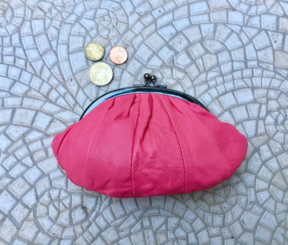 Kiss lock purse in  SHOCKING PINK. Genuine soft pink leather. Retro inspired wallet, grandma style purse. Metal frame coin purses