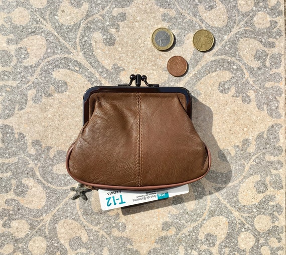 Vintage style kiss lock purse in genuine leather. Grandma coin purse in BROWN. Metallic frame  wallet for coins , bills and credit cards.