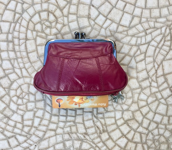 Vintage style small KISS LOCK purse in genuine leather. Burgundy metallic frame wallet for coins, notes and separate zipper for credit cards