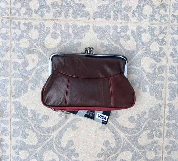 Genuine leather clip purse in BURGUNDY. Kiss lock. Retro inspired wallet in wine red leather. Soft leather grandma purse