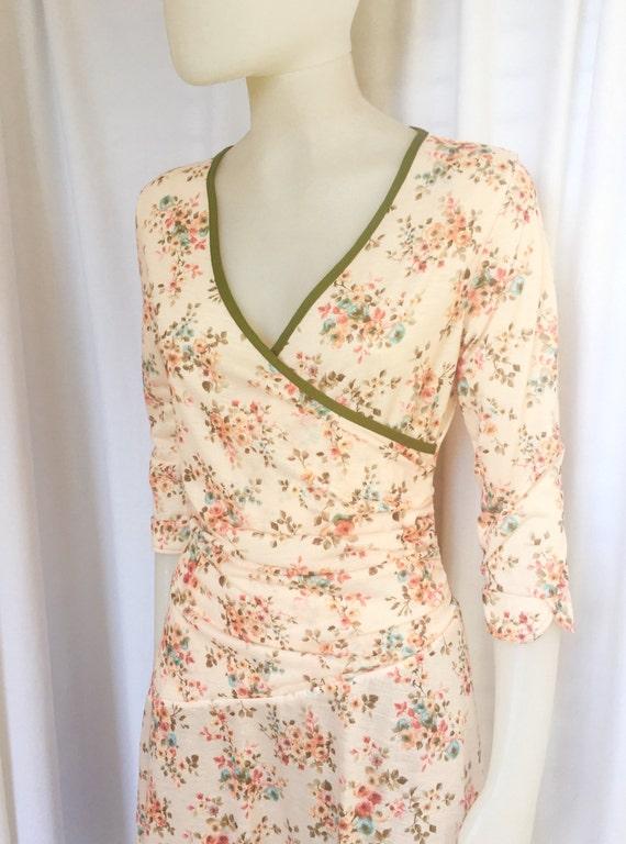 beige romantic flloral v-neck dress, retro 40's, 50's dress, summer dress, 3/4 sleeves, knee length, loose skirt