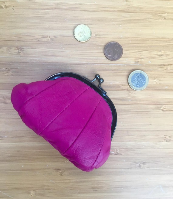 Small coin purse. Genuine leather purse in SHOCKING PINK. Retro clip purse in soft FUCHSIA leather. Kiss lock coin purse. Retro style purses