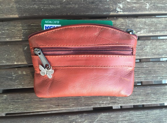 Leather purse in camel brown. Genuine leather. Small wallet for cards, coins and notes. Small zipper purse.