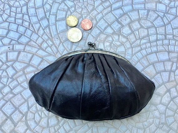 Kiss lock purse in BLACK. Genuine soft BLACK leather. Retro inspired wallet, grandma style purse. Metal frame coin purses