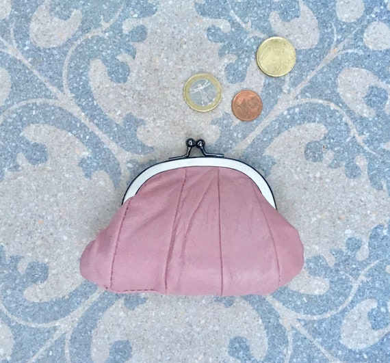 Small coin purse. Genuine leather purse in LIGHT PINK. Retro clip purse in soft PINK leather. Kiss lock coin purse. Retro style purses