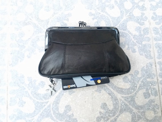 Genuine leather clip purse in black. Retro leather purse, clip purse in soft black leather. Black wallet with metallic clasp.
