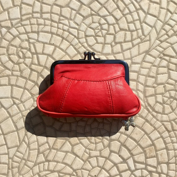 Vintage style small clip purse in genuine leather. Red clip wallet for coins, notes and separate zipper for credit cards.