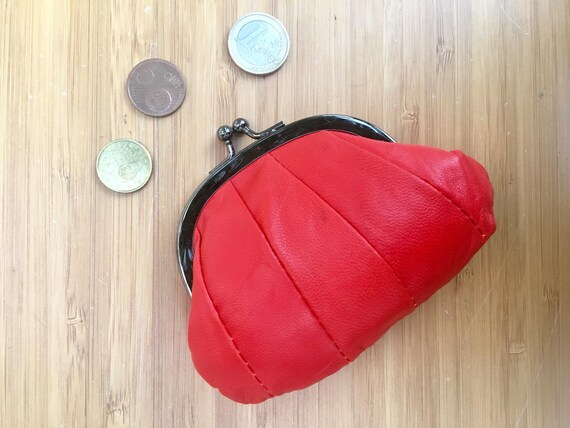 Small  coin purse. Genuine leather purse in RED. Retro purse in soft RED leather. Kiss lock coin purse. Retro style purses