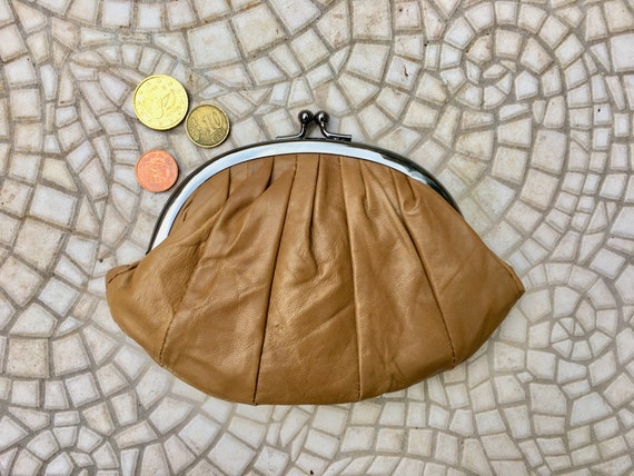Kiss lock purse in SADDLE BROWN Genuine soft BROWN leather. Retro inspired wallet, grandma style purse. Metal frame coin purses