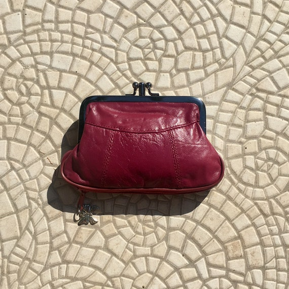 Vintage style small clip purse in genuine leather. Burgundy clip wallet for coins, notes and separate zipper for credit cards.