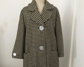 Houndstooth Wool Coat / Trapeze Shape Wool Coat/ Black & White Houndstooth Check Coat/ Fits 10 or 12 Large / Bracelet length Sleeves / 1960s