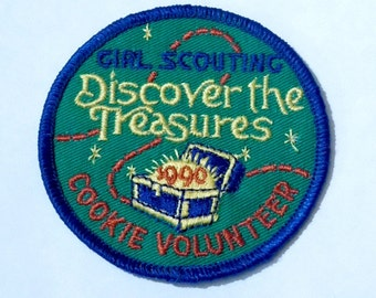 Girl Scout Embroidered Patch - 1990 Cookie Volunteer ~  Girl Scouting Discover The Treasures