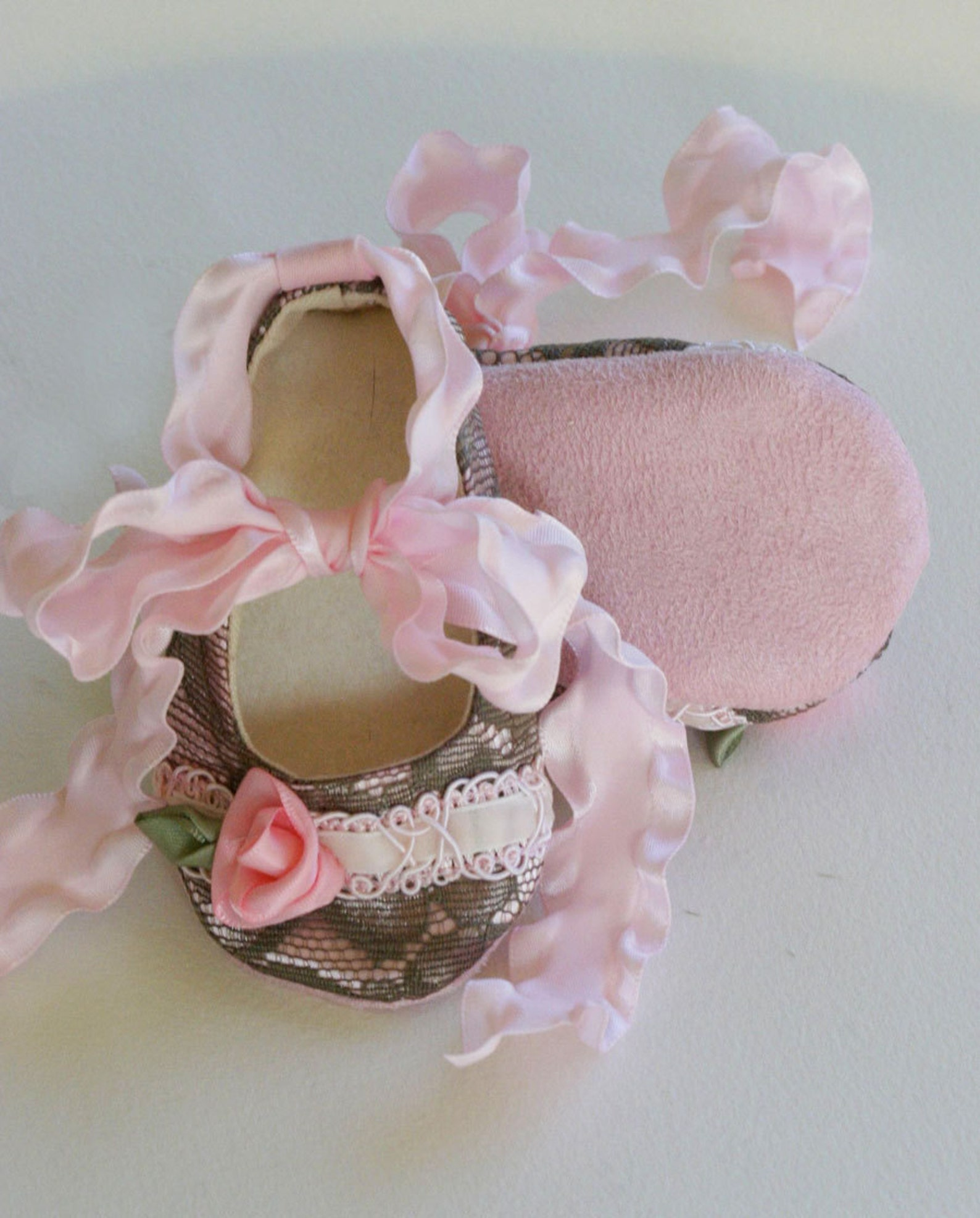 lace baby bootie, pink baby crib shoe, shower gift toddler ballet flat, baby ballet slipper, flower girl shoe, handmade baby sho